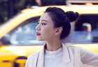 Fashionable Gao Yuanyuan poses for street shots in NY