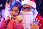 Flash dance, choir bring Christmas spirit to Beijing