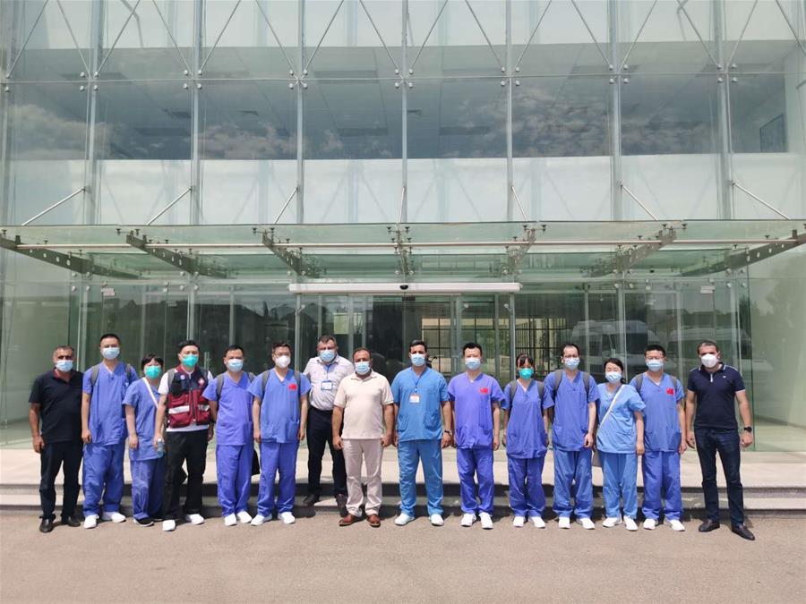Chinese medics share experience in COVID-19 treatment with Azerbaijani counterparts
