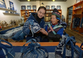 Batik workshop, gallery create job opportunities for local residents in Guizhou