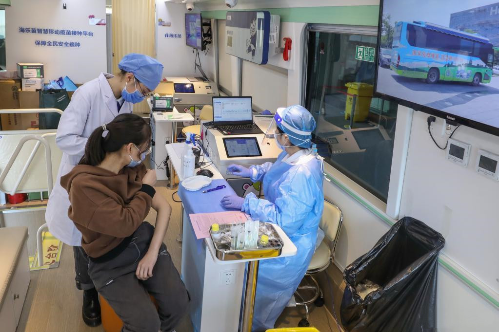 Beijing uses mobile COVID-19 vaccination vehicles to expedite vaccination