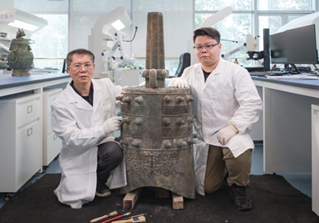 Pic story: father and son devoted to bronze ware restoration