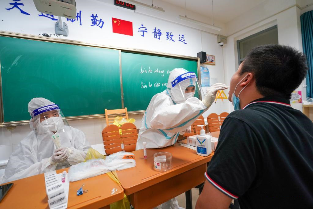 Medical workers race against time in epidemic battle in Nanjing