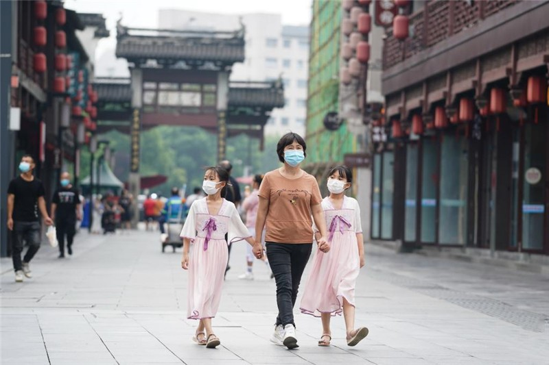 Nanjing reopens outdoor tourist sites in orderly manner