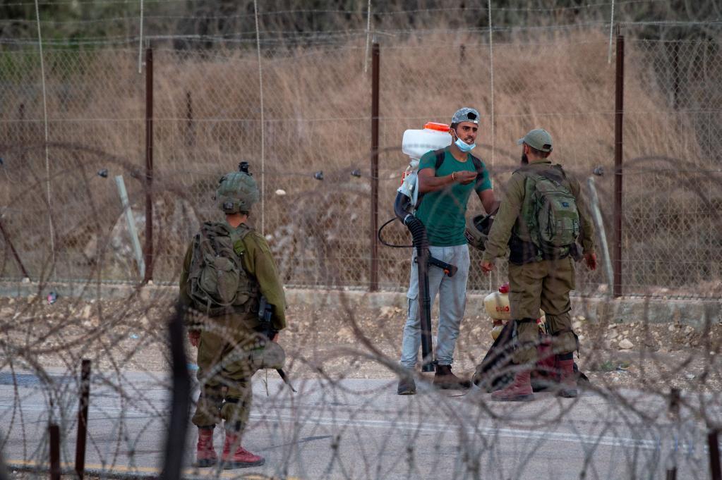 Israel extends closure on West Bank, Gaza after jailbreak incident