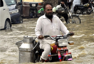 Heavy rain hits Karachi, Pakistan