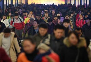 Spring Festival railway travel peaks in China