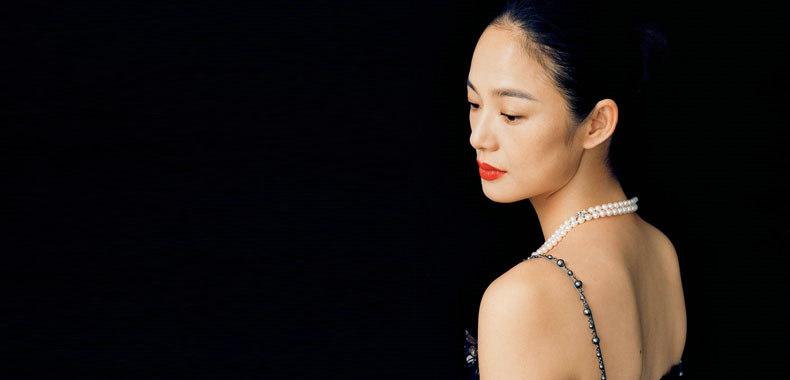 周韵《嘉人》8月刊大片曝光 四十岁奇女子的别样风情