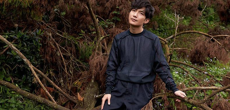 陈楚生全新大碟《趋光》今日全球发行 《趋光号》MV同步推出