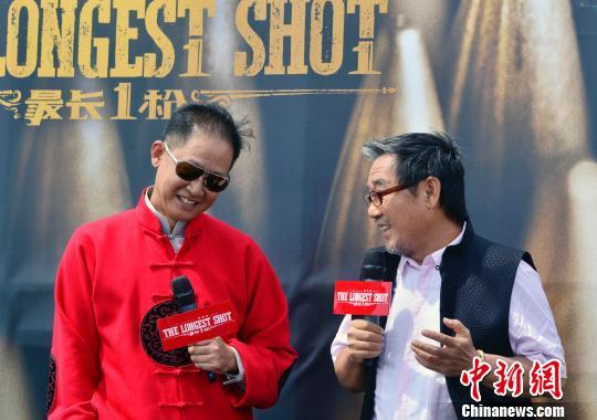 图为该片主演王志文(左)、李立群(右)在发布会上。 龙剑武 摄