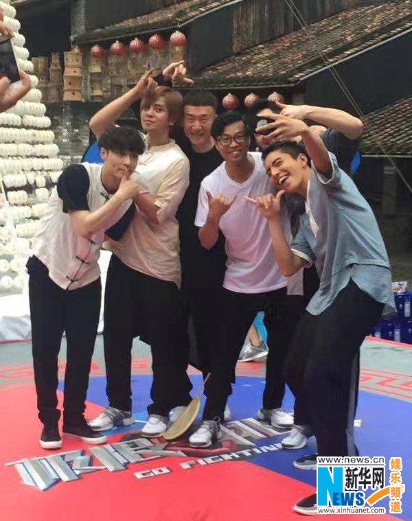 《极限挑战》男人帮香港录制 与徐锦江黄宗泽等现身街头