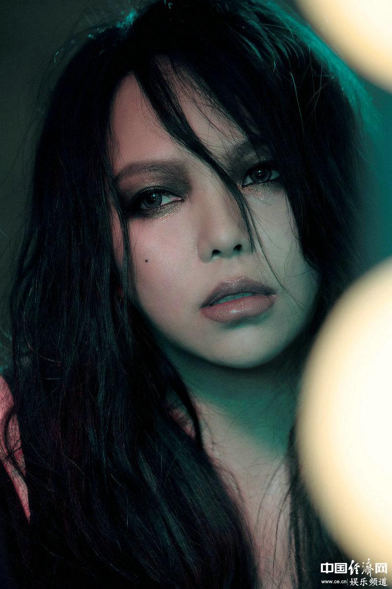张惠妹是怎么�:��_张惠妹第19张专辑《偷故事的人》全面夺冠