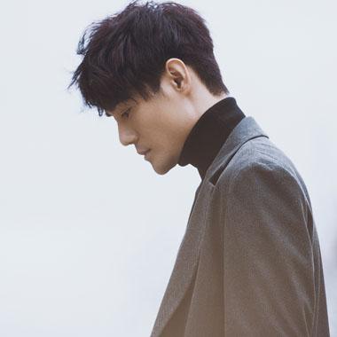 王凯《一人份的孤独》官方歌词版MV今日上线