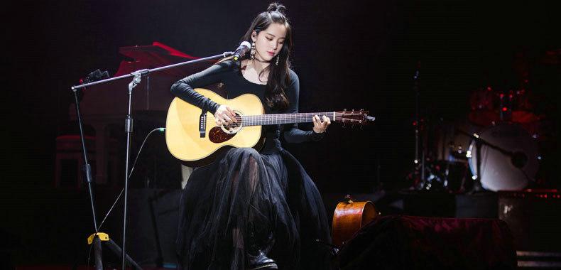 欧阳娜娜音乐会南京首场开唱 古典演奏经典弹唱惊喜不断