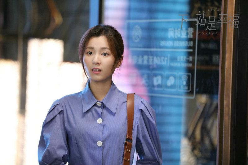 《下一站是幸福》饰演奇妙装饰公司的前台邓青青的郑舒环收获好评