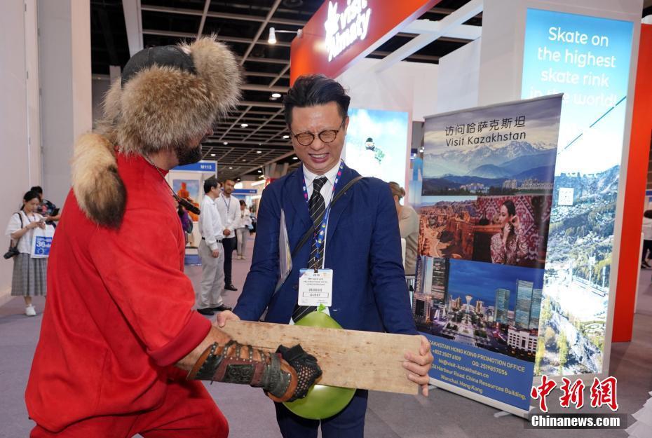 香港国际旅游展开幕 斐济与台湾参展商载歌载舞
