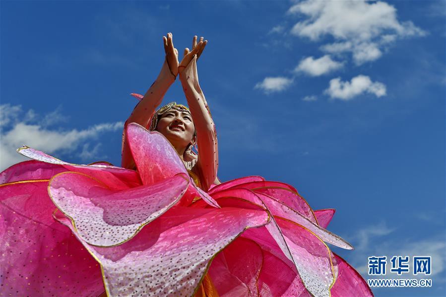 日喀则市第十七届珠峰文化旅游节开幕