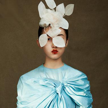 张子枫浓烈油画式妆容复刻优雅