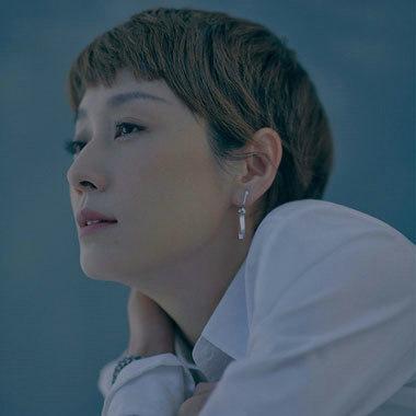 马伊琍《VOGUE》大片展温柔气质