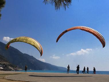 土耳其 滑翔伞 旅游 出境 风光 自然 摄影经济日报-中国经济网记者  彭博.JPG