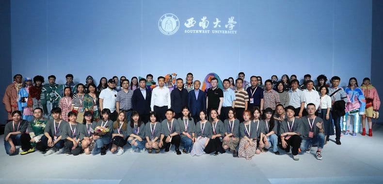 """2019中国国际大学生时装周 西南大学诠释""""共同体"""""""