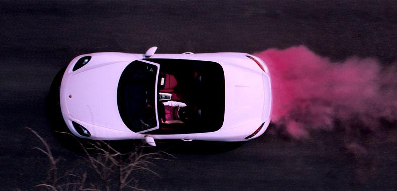 驰骋50年,依旧活力十足:玫琳凯举办传奇粉车展