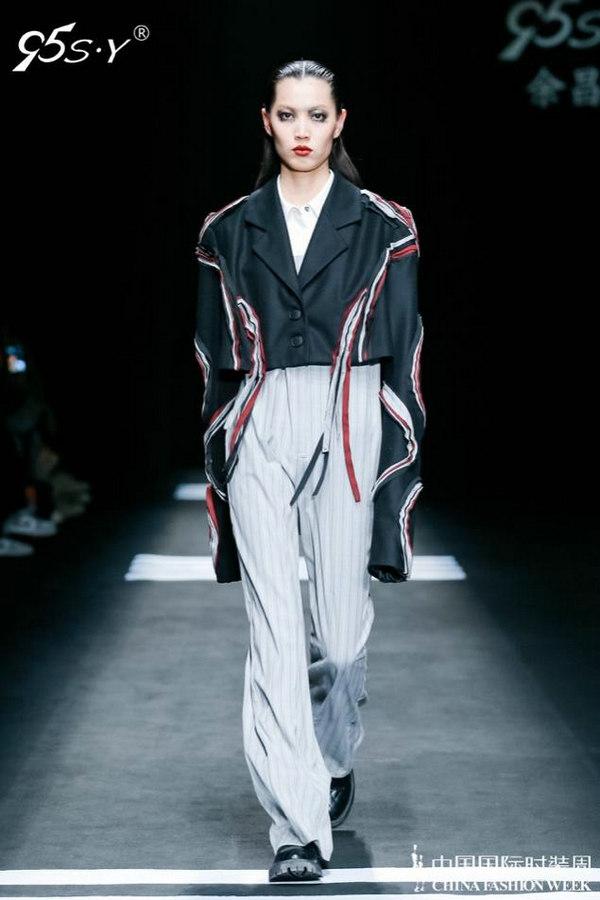 """""""无界限""""设计师余昌晟,通过服装表现对时间的思考"""