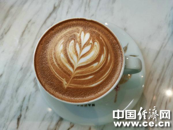 如何轻松去除杯子上的咖啡渍?