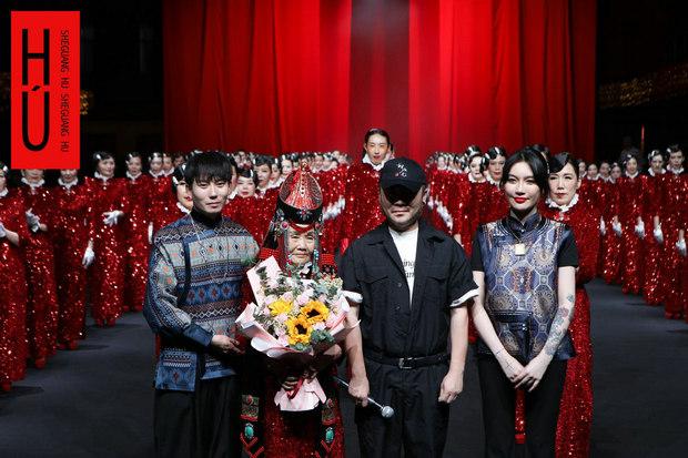 胡社光高级定制全国时尚巡演在武汉江汉区红T起航