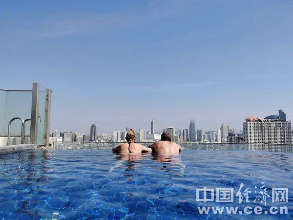 """夏季游泳 警惕5类高发的""""泳池病"""""""
