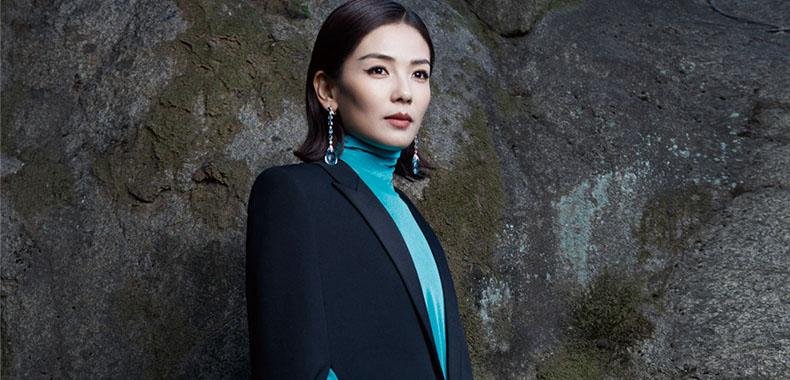 刘涛《时尚芭莎》7月刊大片 复古猫眼妆展时尚先锋气质