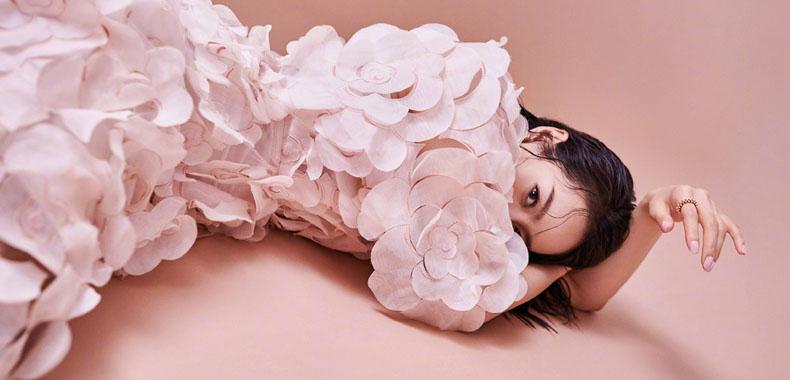 宋茜《时装LOFFICIEL》8月刊封面大片释出
