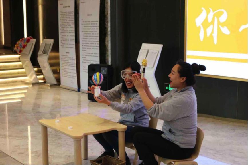 并与中国儿童中心合作早期儿童教育课程研发,从艺术,科学,创意,探索等