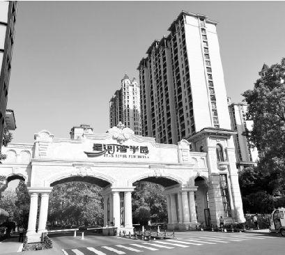 """星河湾广州项目拿地27年仍""""龟速""""付出 押注旧改资金压力攀升"""