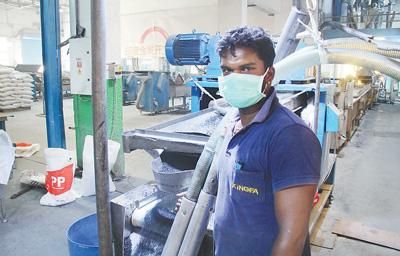 """市场占有率第一 中企依靠过硬的技术做大印度塑料产业""""面包"""""""