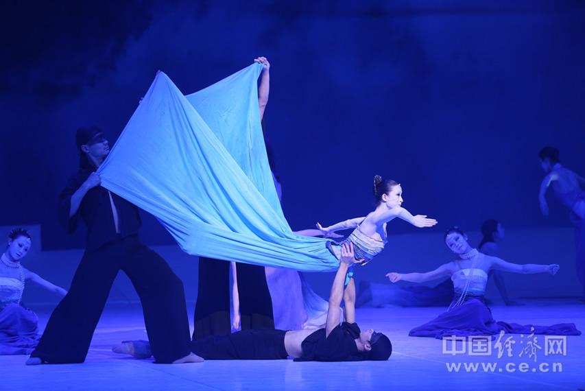 国际著名编导重现经典 中央芭蕾舞团上演 小美人鱼