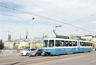 瑞士人爱坐公交出行