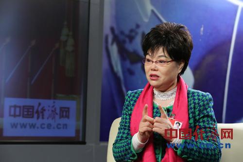 徐桂芬:把农民工纳入城市保障房体系 享受市民待遇