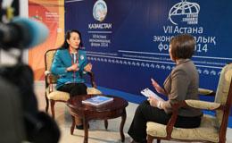 哈萨克斯坦国家电视台在阿斯塔纳经济论坛现场做访谈访谈.jpg