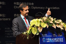 玻利维亚前总统豪尔赫-基罗加致辞