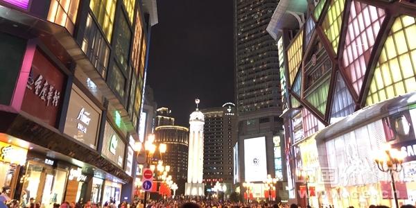 YF1811003重庆解放碑商业街缪杰娴街景建筑.jpg