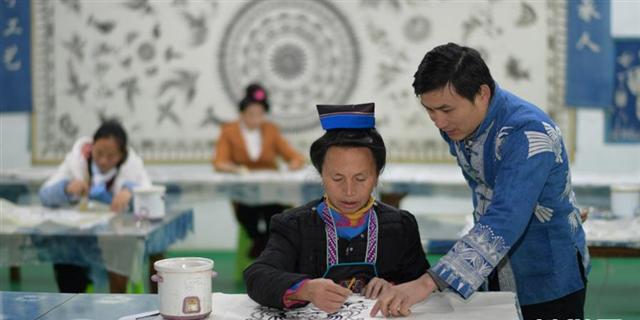 传承传统手艺 带动群众增收.png