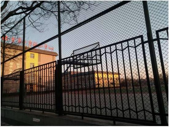 原本一般的民族团结小学在成为实验小学德胜校区后片区房价出现跳涨