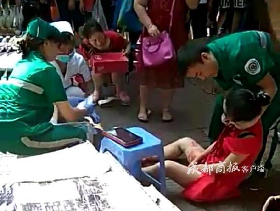 突发!四川乐山一年轻女子被继父刺亡 嫌疑人已被警方抓获