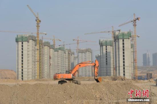 资料图:一处房地产项目破土动工。 中新社记者 韦亮 摄