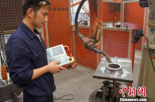 资料图:江苏一制造企业坚守机具生产20载。