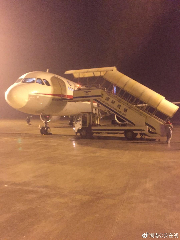 警方:川航客机并非遭劫机 嫌疑人情绪激动但未吸毒