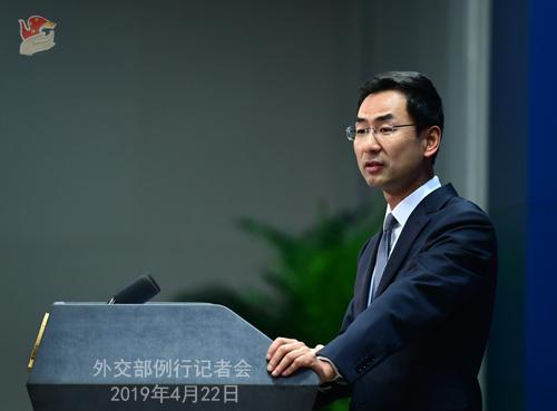 耿爽赞外媒记者:中文确实很好 今后可多用中文提问