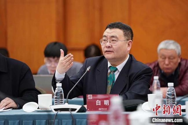 白明:认为中国外贸已突出重围还为时尚早