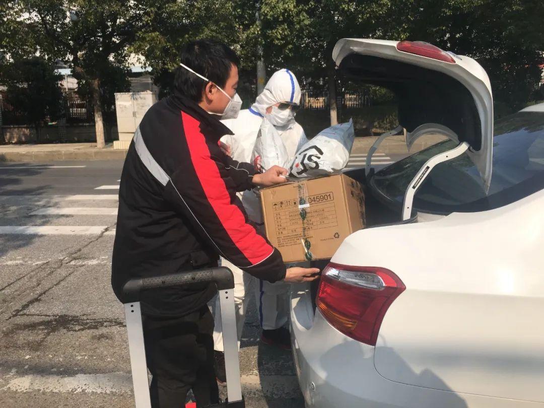 『中国邮政快递报社』评论丨你逆风前行 我热血同行
